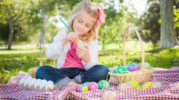 Osterferien - Eierfärben