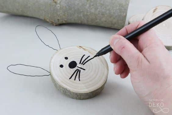Osterhasen basteln aus Holz